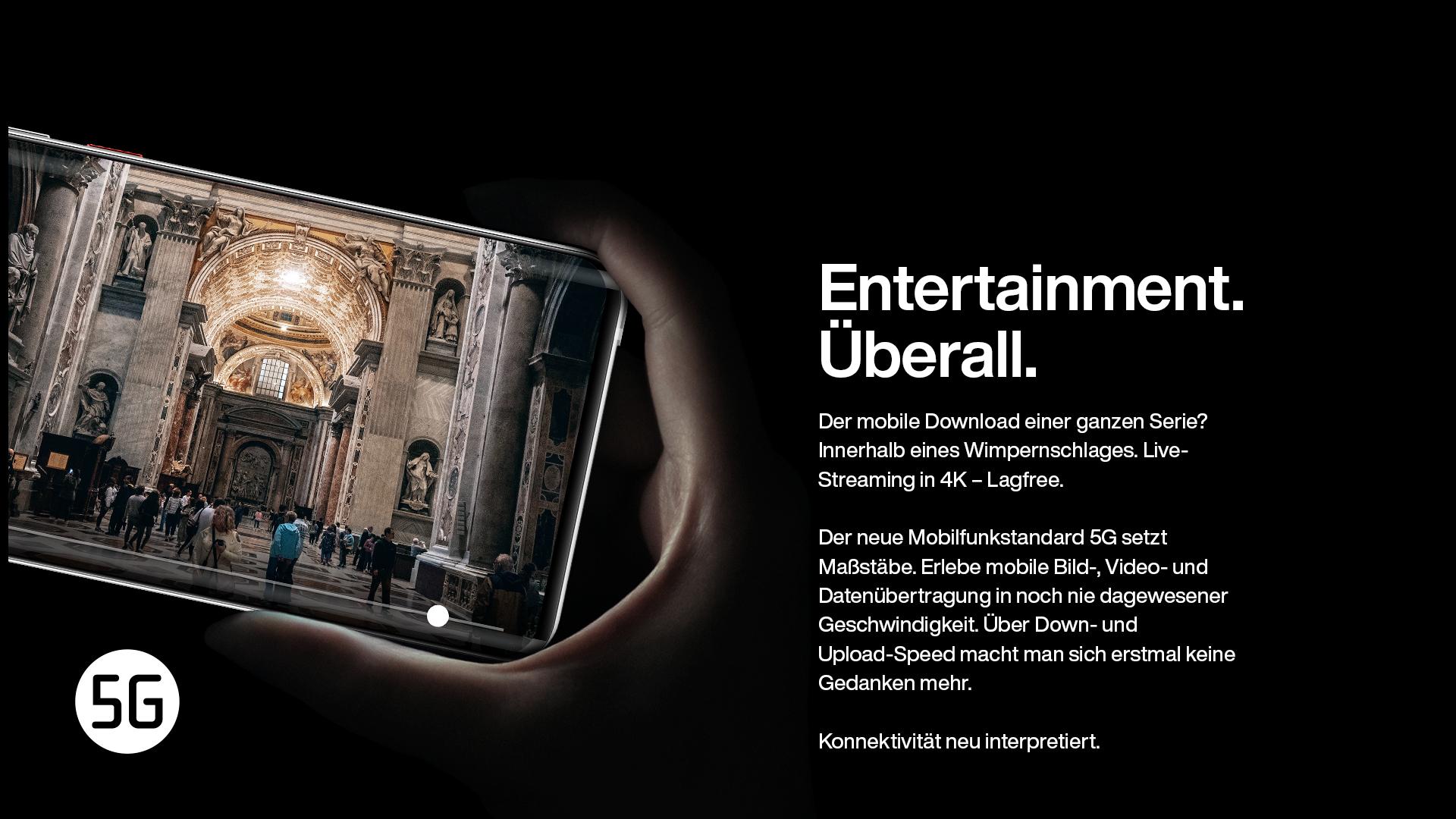 Hand hält Smartphone mit Video einer Kathedrale